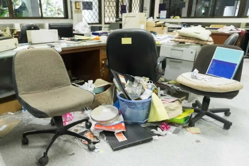 5 Reasons to Schedule Professional Junk Removal For Your Office