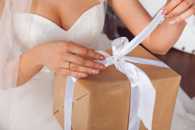 How to Choose Unique Wedding Gifts for the Happy Couple - gift