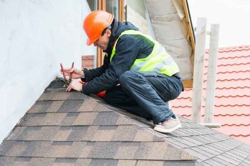 7 Roof Maintenance and Repair Tips - repairing