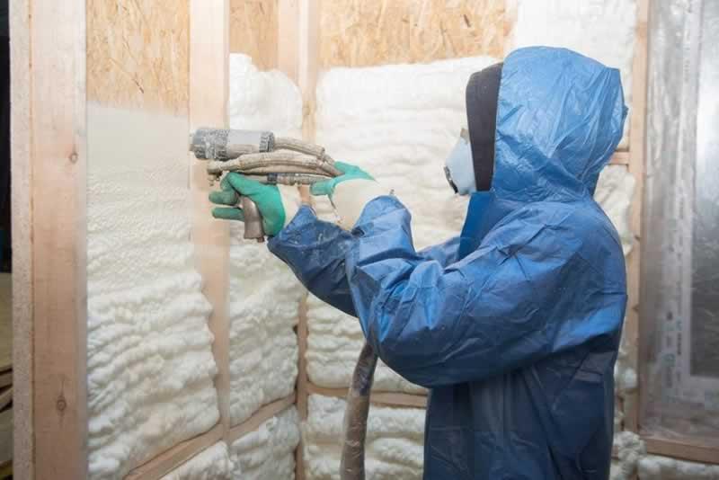 Spray Foam Insulation vs Blow-In Insulation