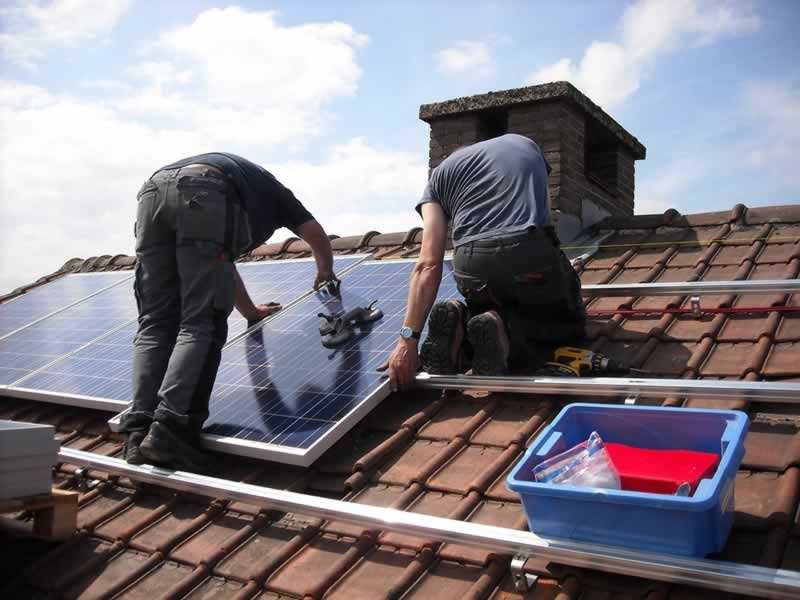 Top Advantages Of Switching To Solar Power In Your House - installing solar panels