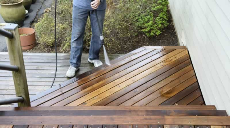 What is the lifespan of Ipe wood, and how to maintain it