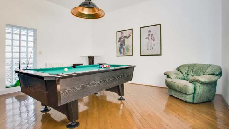 Why You Must Work with Experts for Pool Table Disposal